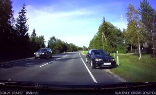 ВИДЕО: Совершивший особо опасный обгон водитель BMW задержан и может лишиться прав