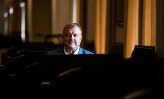 Estonia teatri nõukogu peatab Aivar Mäe töölepingu kaheks kuuks, nõukogu esimees astus tagasi