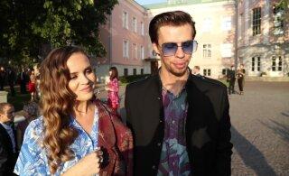 Delfi на приеме в Розовом саду | Евгений и Ольга Гриб: Все люди улыбаются, потому что не нужно прятаться от дождя