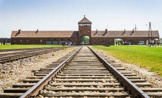 REISIUUDISED | Auschwitzi muuseum palub turistidel surmalaagri rööbastel mitte poseerida