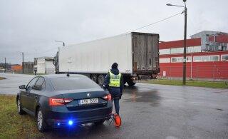 ФОТО: В Вильянди столкнулись два грузовика, нарушитель уехал с места происшествия