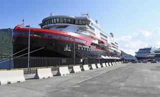 На норвежском круизном лайнере 36 человек заразились COVID-19