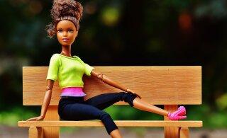 Монстры и взрослые женщины: как влияют современные куклы на детскую психику