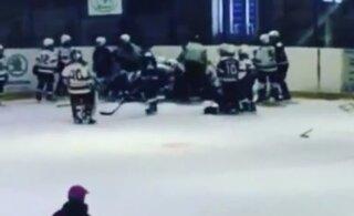 ВИДЕО | 10-летние российские хоккеисты устроили массовую драку