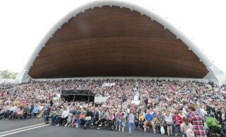 ФОТО и ВИДЕО | Обещанная компенсация от Нолана: на бесплатный концерт на Певческом поле пришли тысячи людей