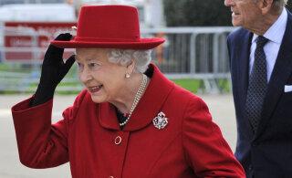 Kuninganna käekoti saladused paljastatud: monarhi aksessuaar annab signaale!