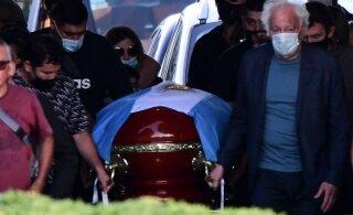 Maradona väidetav sohilaps nõuab vutilegendi haua lahtikaevamist