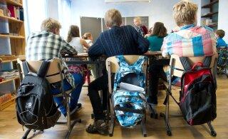 С сентября в школах Эстонии учителя смогут досматривать личные вещи учеников