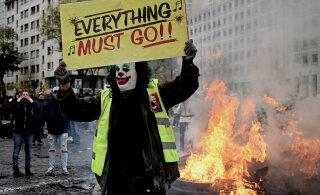 В Париже отмечают годовщину акций «желтых жилетов»: слезоточивый газ и десятки задержанных