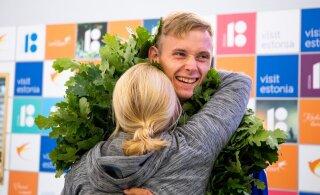 FOTOD | Vägeva tulemusega U23 EM-il hõbeda võitnud Johannes Erm saabus Tallinna