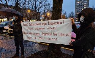 ФОТО | В Нарве проходит пикет в поддержку отправленного в отставку Евграфова. Райк: я тоже пойду!