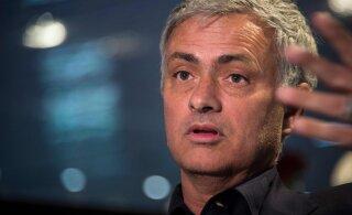 Mourinho lubas juunis suurde jalgpalli tagasi tulla: olen neli pakkumist tagasi lükanud