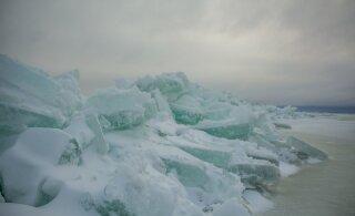 FOTOD   Justkui kevadel! Torm kuhjas Peipsi rannikule mitme kilomeetri pikkused rüsijää hunnikud