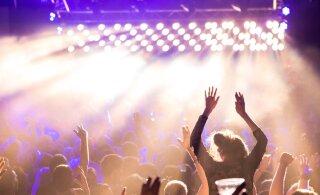 Правительство ограничивает число посетителей на общественных мероприятиях, собраниях и спортивных соревнованиях