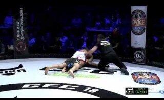 ВИДЕО: Задушил и не отпускал. Жуткий эпизод на бойцовском турнире в России