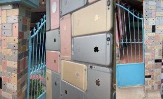 ВИДЕО   Мужчина построил на участке забор из iPhone