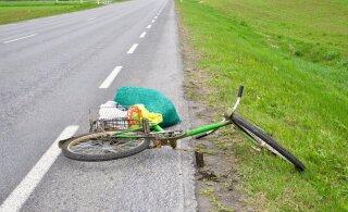 В Таллинне автомобиль сбил пожилого велосипедиста