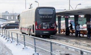 Вместе с зараженным коронавирусом иранцем в автобусе ехали работники Swedbank. На следующий день они вернулись на работу
