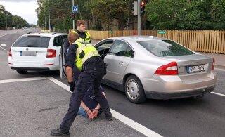 ФОТО | Таксист помог задержать пьяного в стельку водителя