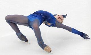 ВИДЕО: Трусова сделала три четверных прыжка и победила Медведеву