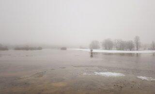 FOTOD   Soomaa lumiste luhtade asemel laiuvad hiiglaslikud veeväljad