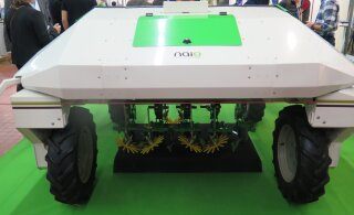Tomatinoppijast drooniseireni   Uued robotid tõrjuvad inimesed põllult välja