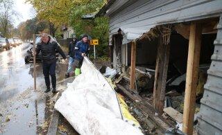 Läbi majaseina sõitnud auto tõttu elukoha kaotanud peredel soovitati Kopli sotsiaalmajja minna