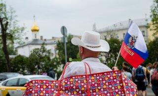 ОПРОС: Россияне стали лучше относиться к Украине, но хуже к ЕС и США