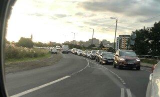 VIDEO ja FOTOD | Rattasõiduvõistlus tekitas Tallinnas ilmotsatu ummiku