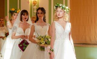 ФОТО | Смотрите, какие красавицы дефилировали в свадебных платьях по Кадриоргскому дворцу. Многие из них вышли замуж во время карантина