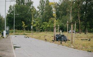 ФОТО | Metallica уехала, а мусор остался. Утром после концерта аэродром Раади выглядел удручающе