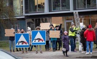 ФОТО: В центре Таллинна возле опасного пешеходного перехода состоялся пикет