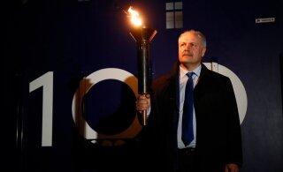 FOTOD | Jüriöö tuli jõudis Tallinna, sellest süüdati küünlad Asutava Kogu mälestuseks