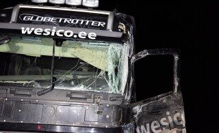 ФОТО | В Вильяндимаа столкнулись два грузовика