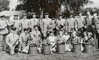 JUUBELIPIDU 150   Tudu ja Tudulinna trummitüdrukud maiustasid laulupeol murelitega