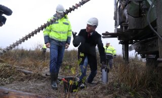 ФОТО и ВИДЕО | Несмотря на противоречия в разрешениях, Сынаялги продолжают строительство Айдуского ветропарка