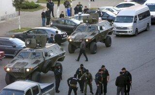 ВИДЕО | Захвативший заложников в грузинском банке мужчина выдвинул ультиматум