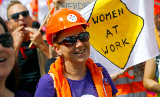 ГАЛЕРЕЯ: В Швейцарии десятки тысяч женщин не вышли на работу, протестуя против неравенства