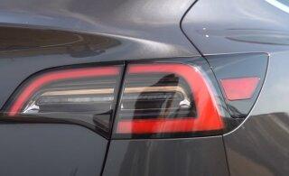 ВИДЕО | Смотри, как Tesla на автопилоте уклоняется от летящего колеса