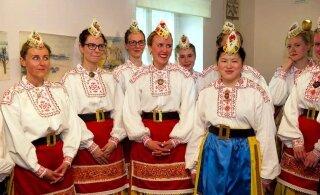 VÄLISMAALASED JUUBELIPEOL | Jaapani pääsukese Rena Kurata unistus täitub ja ta saab tantsida Eesti rahvariideis