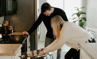Kodune karantiin ei tähenda suhte lõppu: tehke koos kallimaga neid 5 asja ja muutke oma suhe tugevamaks