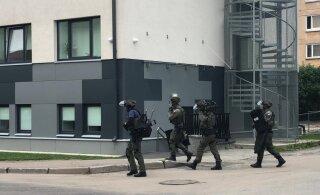 ВИДЕО: В Мустамяэ мужчина стрелял по людям из окна многоквартирного дома