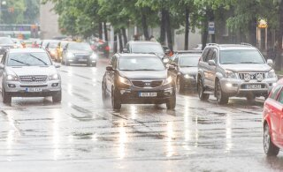 Spetsialist selgitab: lihtsad põhitõed, mis võivad paduvihmas avariist päästa