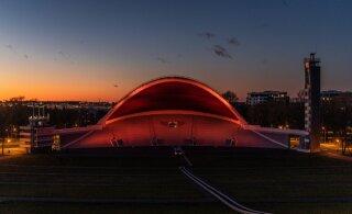 ФОТО И ВИДЕО | Арка Певческого поля получила к юбилею космический вид