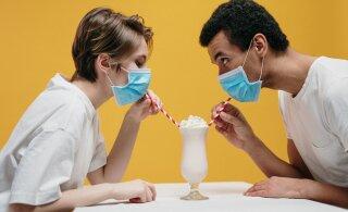 Комната vs бар: как именно коронавирус распространяется по воздуху
