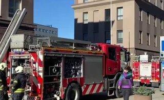 ВИДЕО | Приехавшие тушить пожар спасатели обнаружили, что в квартире просто идет ремонт