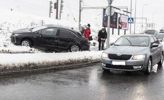 КОЛЛАПС НА ДОРОГАХ | За сутки произошло почти 300 аварий. Сегодня ситуация в некоторых местах повторится
