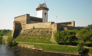 Poliitteater jätkub: Narva võimud on asunud Eesti-vastaste tänavanimede äramuutmisega selgelt venitama