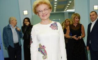 Елена Малышева два часа шла домой босиком
