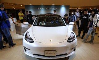 Tesla tõstab pea kõikide oma autode hinda